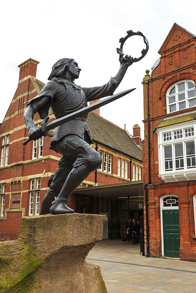 Statue of King Richard III, outside King Richard III Visitor Centre, Leicester, City of Reinterment, Leicestershire, England, United Kingdom, Europe