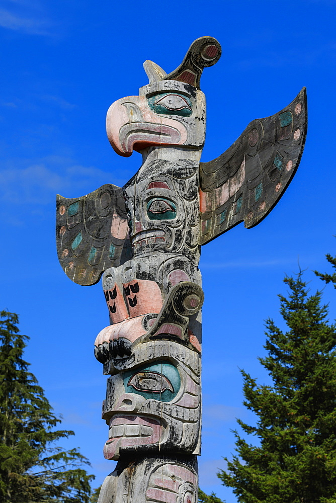 First Nation Totem Pole, Original Namgis Burial Grounds, Alert Bay, Cormorant Island, Inside Passage, British Columbia, Canada, North America