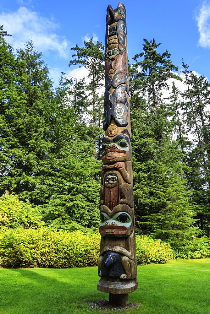 K'alyaan Pole, Tlingit totem pole, rainforest clearing, Summer, Sitka National Historic Park, Sitka, Baranof Island, Alaska, USA