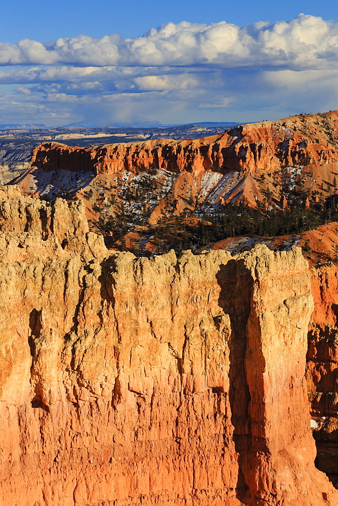 Late afternoon sun lights rocks, Rim Trail near Sunset Point, Bryce Canyon National Park, Utah, United States of America, North America