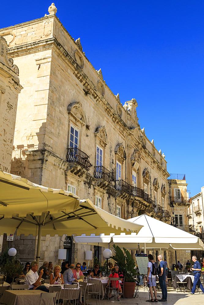 Cathedral, Piazza Duomo, Ortigia (Ortygia), Syracuse (Siracusa), UNESCO World Heritage Site, Sicily, Italy