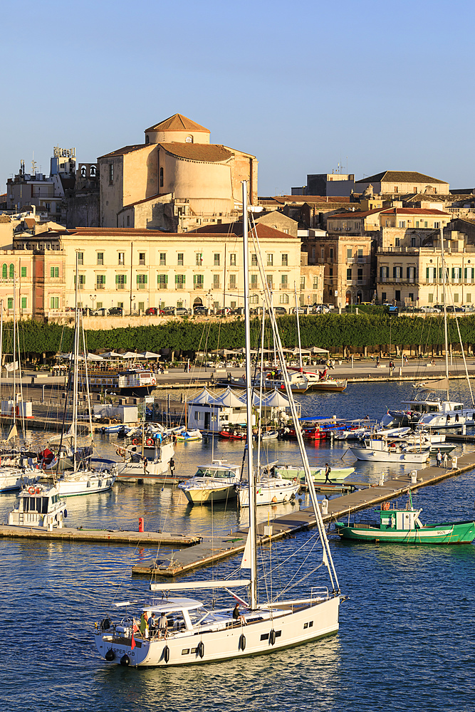 Evening sun, Ortigia (Ortygia), small harbour, from the sea, Syracuse (Siracusa), UNESCO World Heritage Site, Sicily, Italy, Mediterranean, Europe