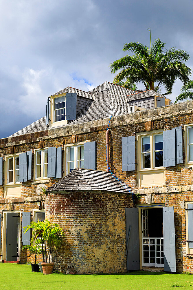 Nelsons Dockyard, palm trees, Admirals Inn, historic restoration of Copper and Lumber Store, English Harbour, Antigua, Antigua and Barbuda, Leeward Islands, West Indies, Caribbean, Central America