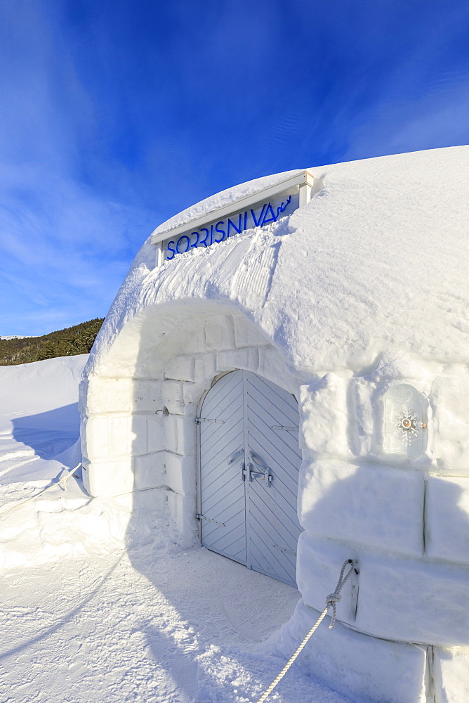 Sorrisniva Igloo Hotel, ice hotel, exterior, Alta, Winter snow and sun, Troms og Finnmark, Arctic Circle, North Norway, Europe