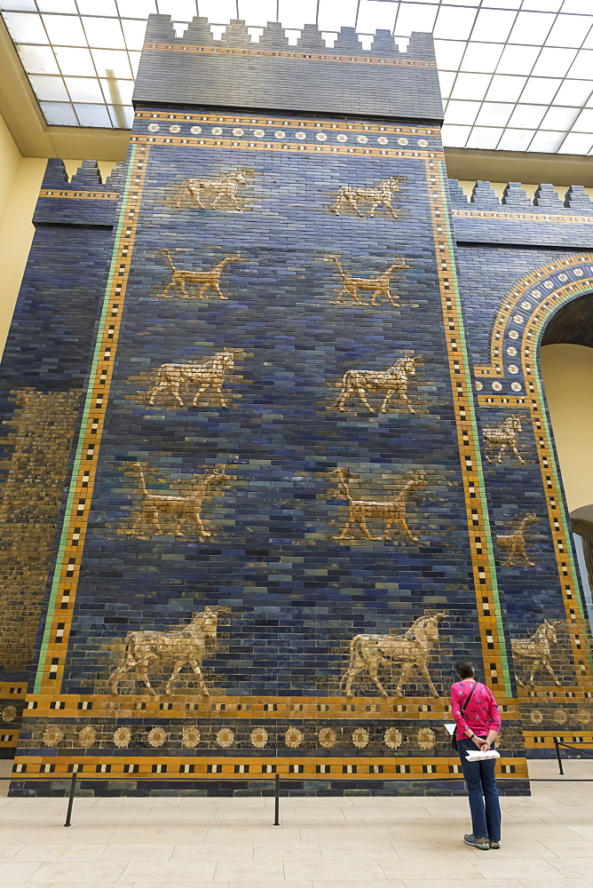 Visitor reads information sign, Ishtar Gate (Babylon), Pergamonmuseum (Pergamon Museum), Museum Island, Berlin, Germany, Europe