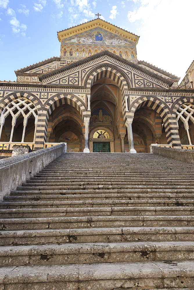 Cathedral and steps with no people, Amalfi, Costiera Amalfitana (Amalfi Coast), UNESCO World Heritage Site, Campania, Italy, Europe