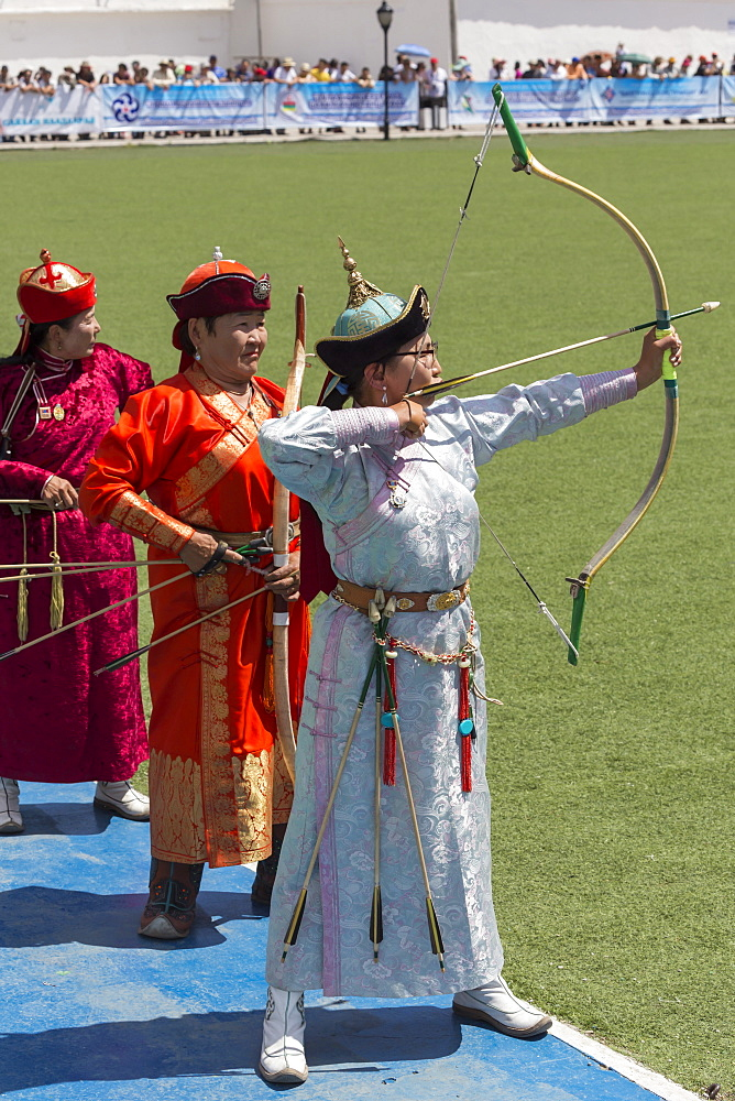 Line up of lady archers, National Archery Tournament, Archery Field, Naadam Festival, Ulaan Baatar (Ulan Bator), Mongolia, Central Asia, Asia