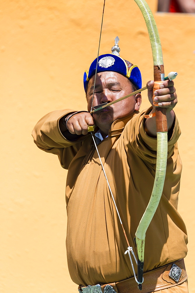 Male archer takes aim, National Archery Tournament, Archery Field, Naadam Festival, Ulaan Baatar (Ulan Bator), Mongolia, Central Asia, Asia
