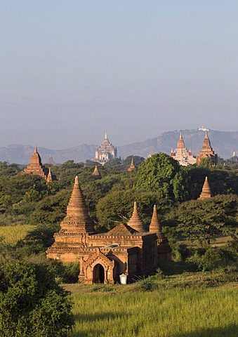 View towards Old Bagan, with Ananda Temple and Thatbyinnyu Temple, Bagan (Pagan), Myanmar (Burma), Asia - 1170-125