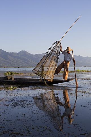 Intha leg rowing fisherman sunrise, Inle Lake, Nyaung Shwe (Nyaungshwe), Shan State, Myanmar (Burma), Asia - 1170-147