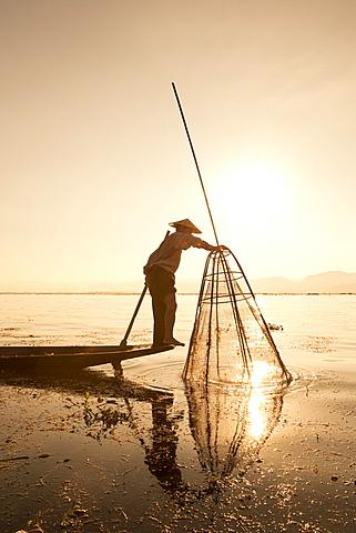 Intha leg rowing fisherman sunrise, Inle Lake, Nyaung Shwe (Nyaungshwe), Shan State, Myanmar (Burma), Asia - 1170-148