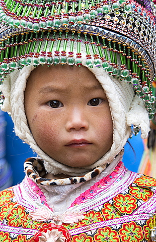 Child from Flower Hmong ethnic group, Can Cau market, Bac Ha area, Sapa region, Lao Cai Province, Vietnam, Indochina, Southeast Asia, Asia - 1170-161