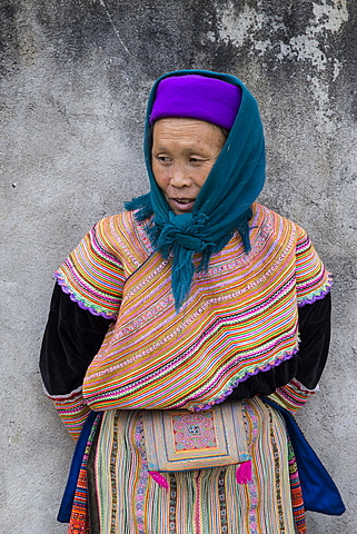 Woman from Flower Hmong ethnic group at Bac Ha market, Sapa region, Lao Cai Province, Vietnam, Indochina, Southeast Asia, Asia