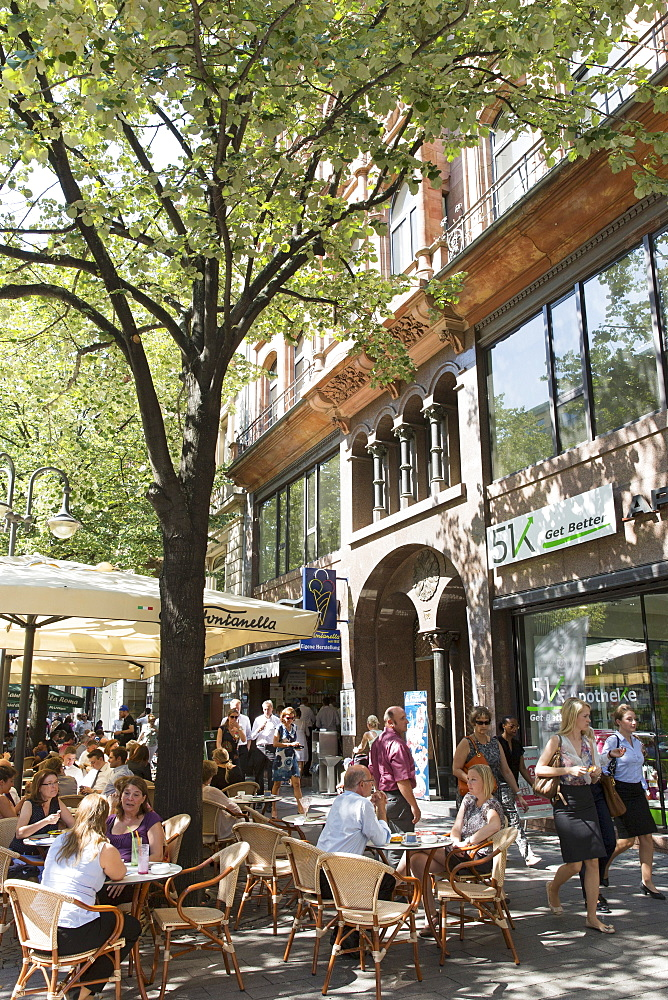 Station Quarter: street cafes in Kaiserstrasse, Frankfurt am Main, Germany