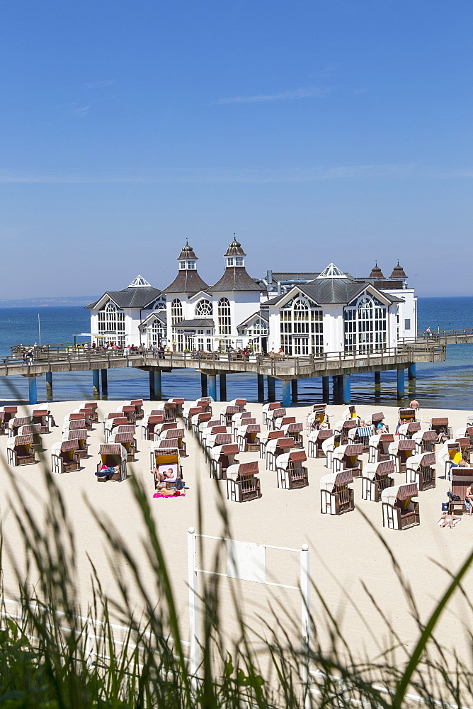 The 'Kaiserpavillon' restaurant on the Sellin pier, Sellin, Rügen, Baltic Sea
