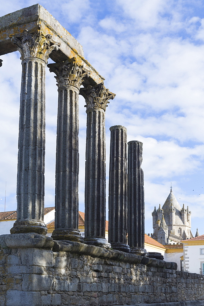 The Roman Temple of Diana and the tower of Evora Cathedral, historic centre, Evora, UNESCO World Heritage Site, Alentejo, Portugal, Europe