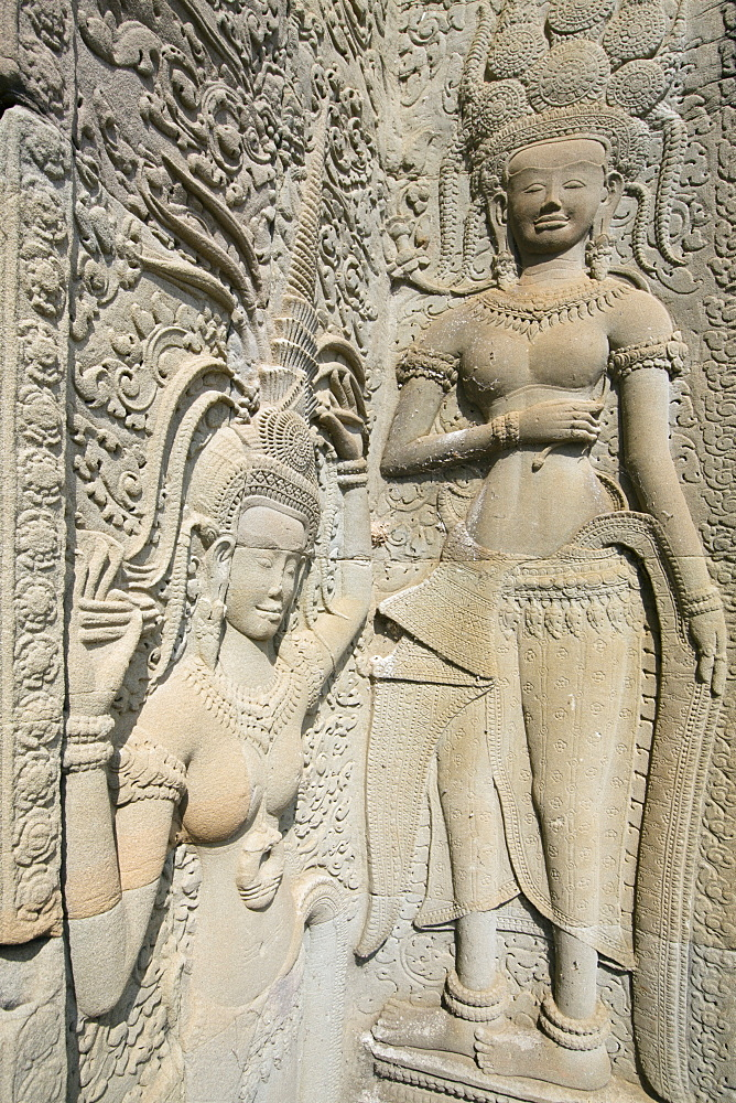 Hindu statues on the outer wall of Angkor Wat, Siem Reap, Cambodia, Southeast Asia