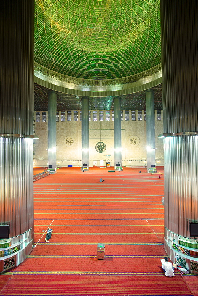 Interior of the Istiqlal Mosque, or Masjid Istiqlal, (Independence Mosque), Jakarta, Indonesia, Southeast Asia