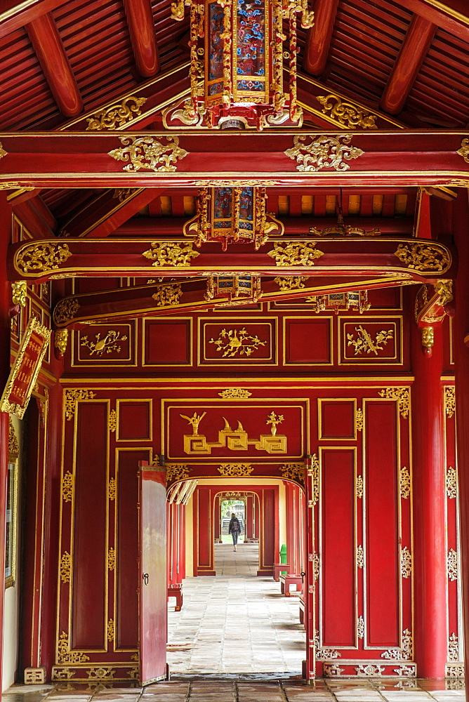Wooden covered walkways in the Hue Imperial City (Citadel), UNESCO World Heritage Site, Vietnam, Indochina, Southeast Asia, Asia