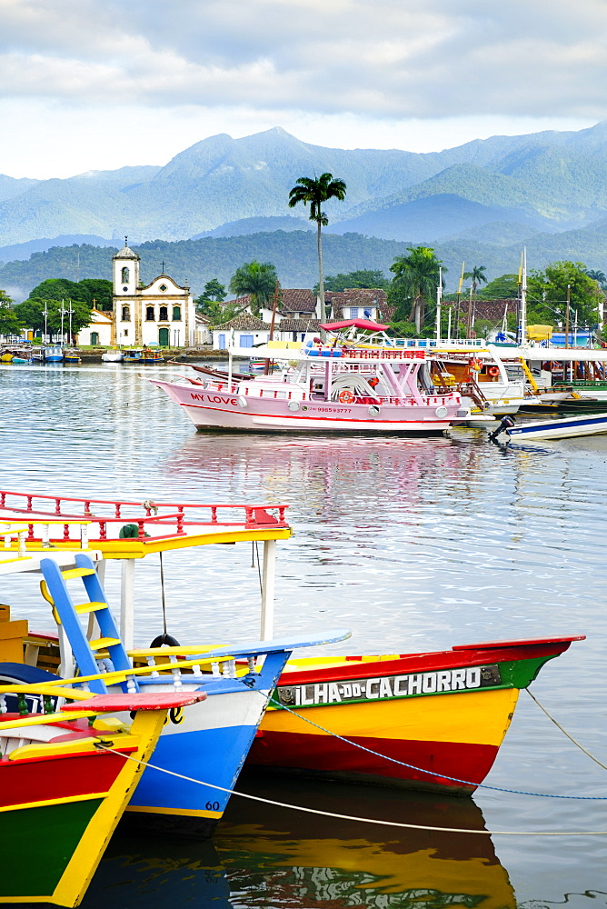 Fishing boats in Paraty village with the mountains of the Serra da Bocaina behind, Rio de Janeiro state, Brazil, South America - 1176-691