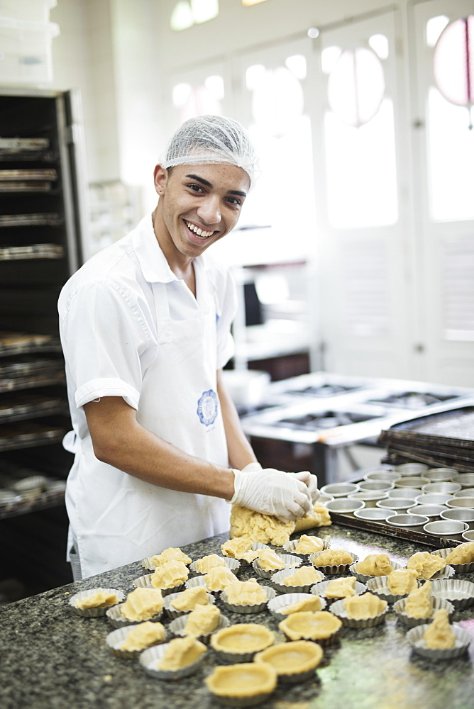 A baker making Portuguese custard tarts in the Confeitaria Colombo, a famous cafe in central Rio de Janeiro, Brazil, South America - 1176-727