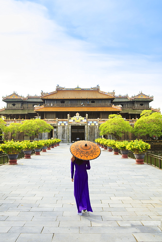 Woman in a traditional Ao Dai dress with a paper parasol in the Forbidden Purple City of Hue, UNESCO World Heritage Site, Thua Thien Hue, Vietnam, Indochina, Southeast Asia, Asia - 1176-829