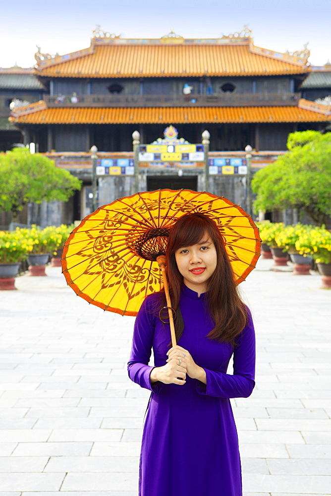 Woman in a traditional Ao Dai dress with a paper parasol in the Forbidden Purple City of Hue, UNESCO World Heritage Site, Thua Thien Hue, Vietnam, Indochina, Southeast Asia, Asia - 1176-830