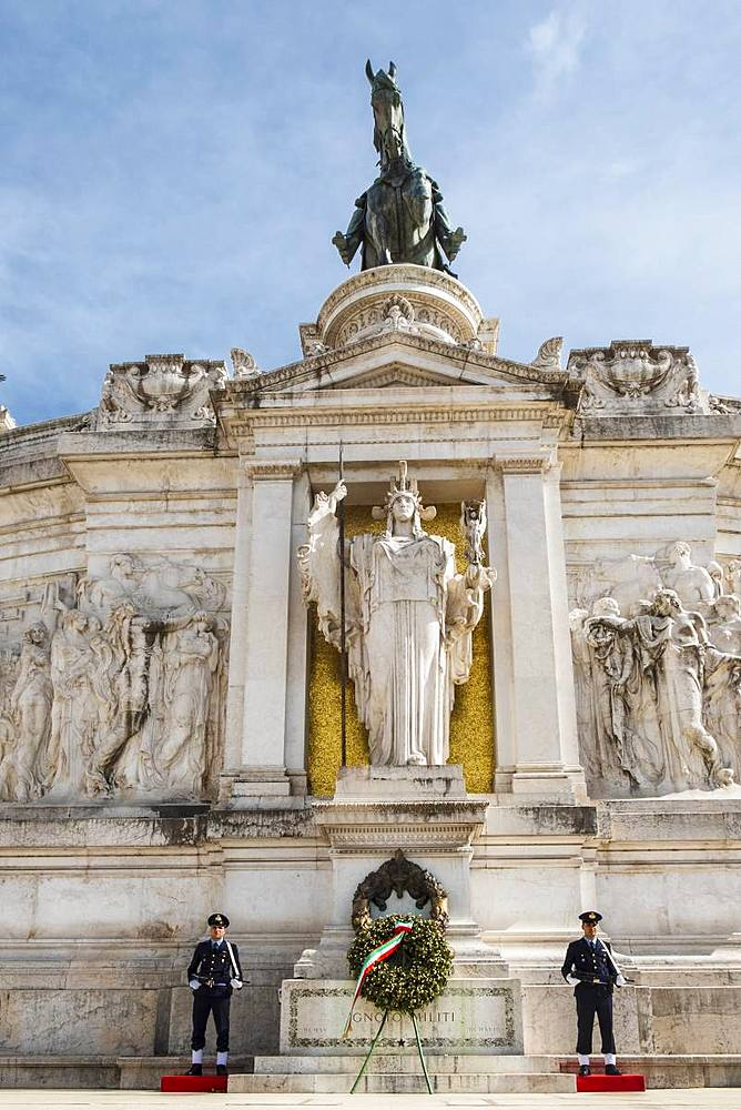 Guards outside the Altare della Patria in the Piazza Venezia, Central Rome, Lazio, Italy, Europe