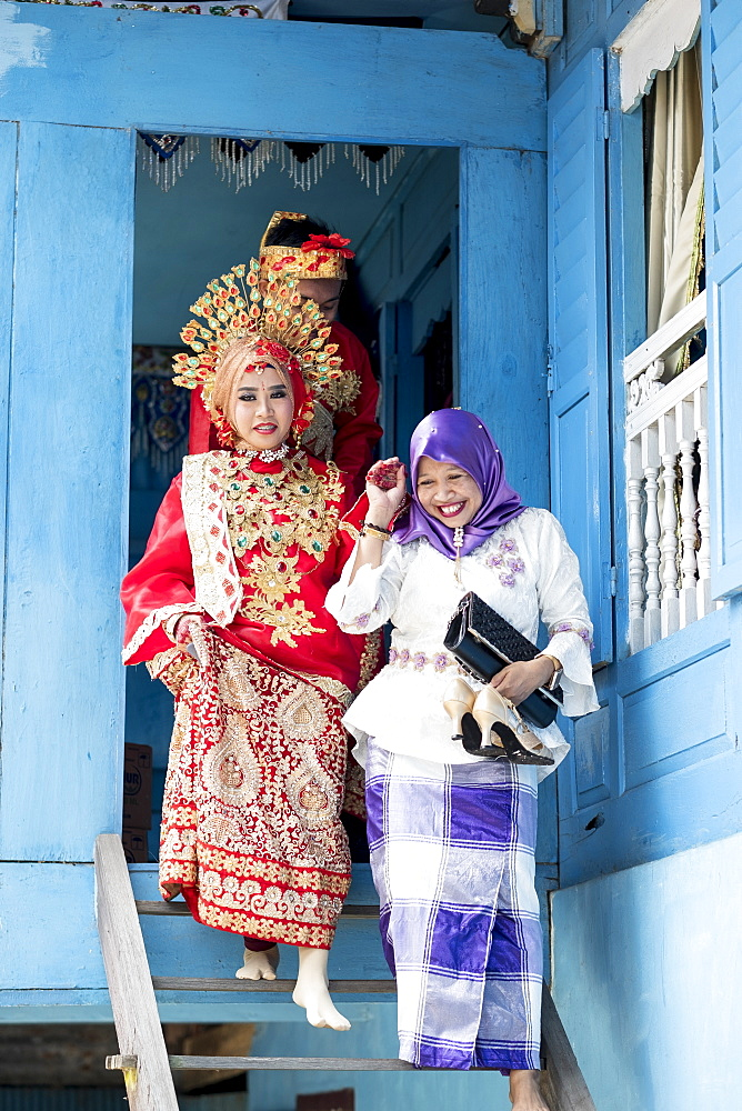 A bride at traditional Sulawesi wedding, Makassar, Sulawesi, Indonesia, Southeast Asia, Asia