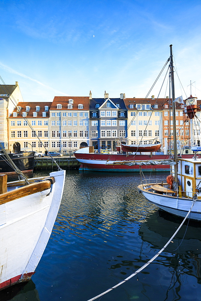 Boats in Christianshavn Canal with typical colorful houses in the background, Copenhagen, Denmark, Europe - 1179-2420