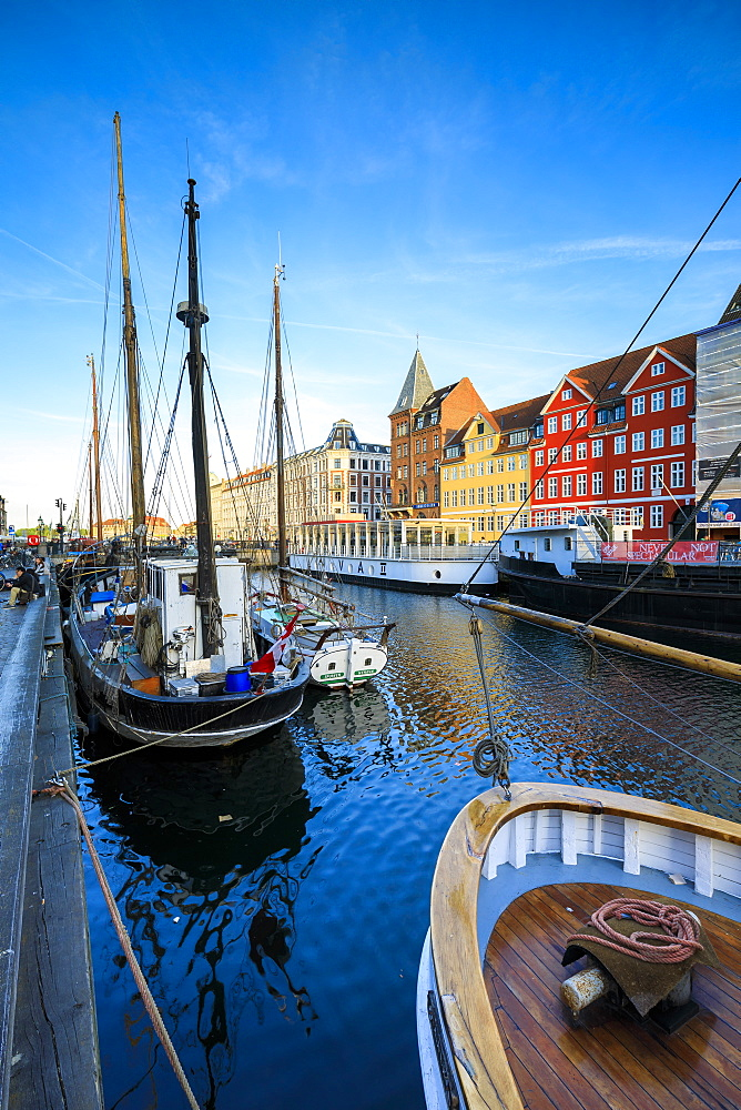 Boats in Christianshavn Canal with typical colorful houses in the background, Copenhagen, Denmark, Europe - 1179-2421