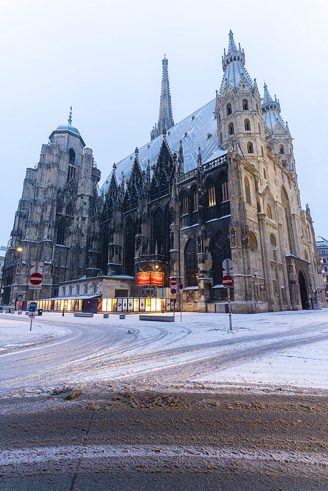 Snow around the gothic St. Stephen???s Cathedral (Stephansdom), Vienna, Austria