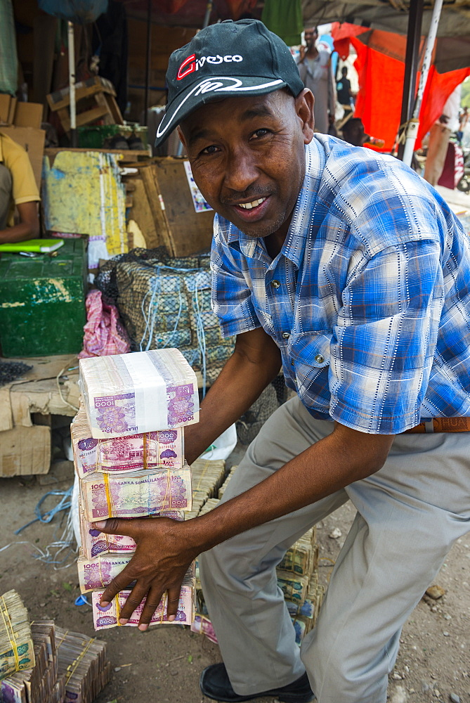 Money changer in the market of Hargeisa, Somaliland, Somalia, Africa