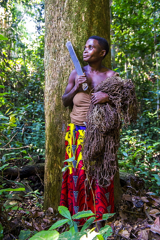 Baka pygmy woman hunting in the jungle in the Dzanga-Sangha Special Reserve, UNESCO World Heritage Site, Central African Republic, Africa