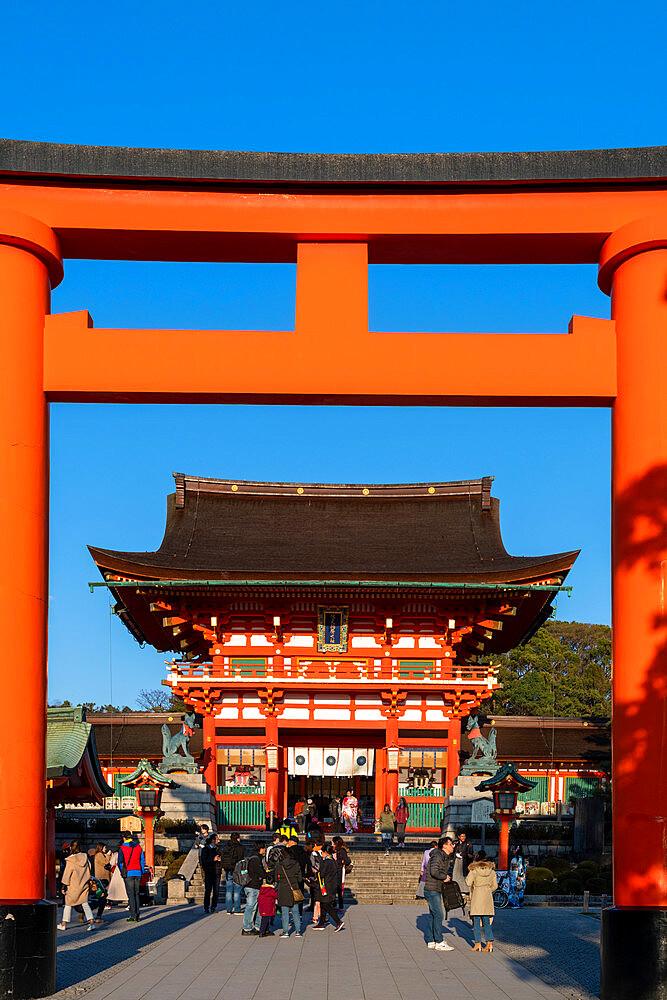 Fushimi Inari Taisha shrine and torii gates - 1186-809
