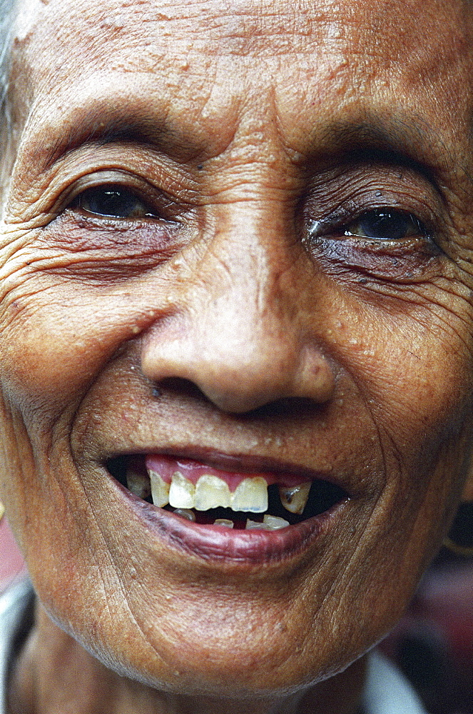 Portrait, philippines. Manila, payatas. Old lady
