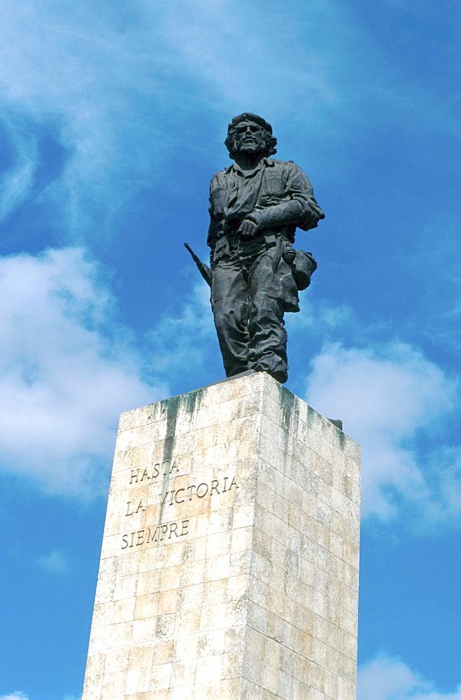 Cuba, statue to che guevara in santa clara.
