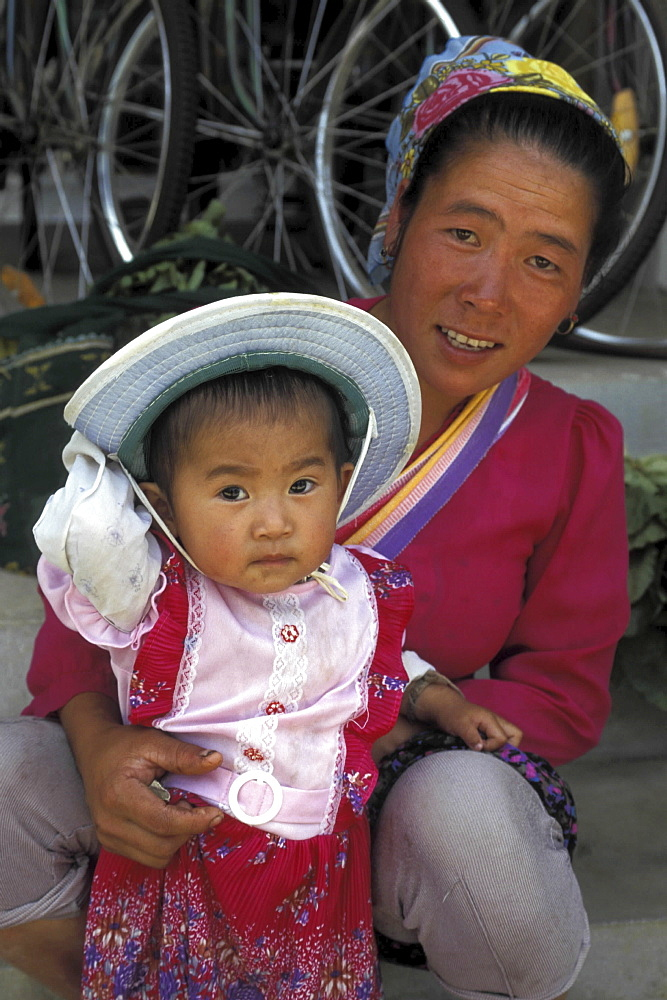 Mother and daughter, china. Yunnan province. Jonghong
