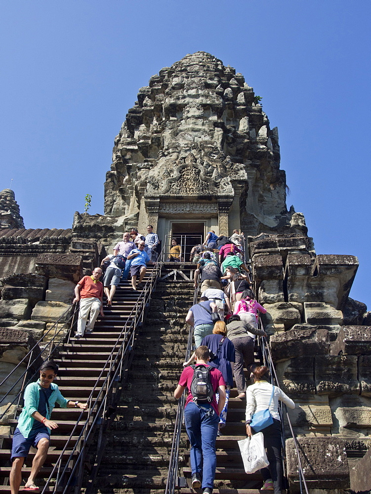 Tourists at the Angkor Wat Archaeological Park, UNESCO World Heritage Site, Siem Reap, Cambodia, Indochina, Southeast Asia, Asia