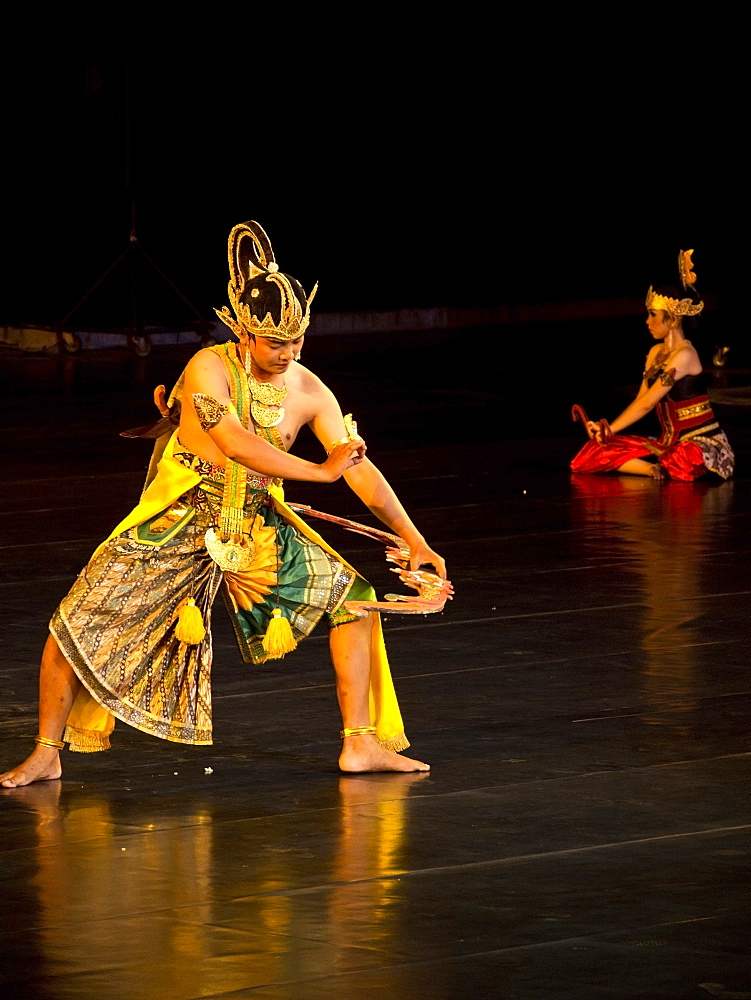 Performance of the classic Ramayana legend at the Prambanan Temple in Yogyakarta, Java, Indonesia, Southeast Asia, Asia