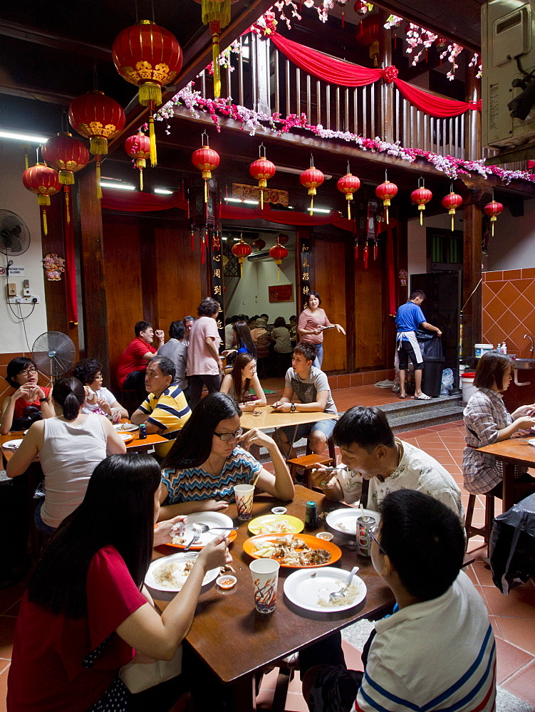 Tourists eat at traditional chinese shophouse restaurant in Malacca, UNESCO World Heritage Site, Malaysia, Southeast Asia, Asia