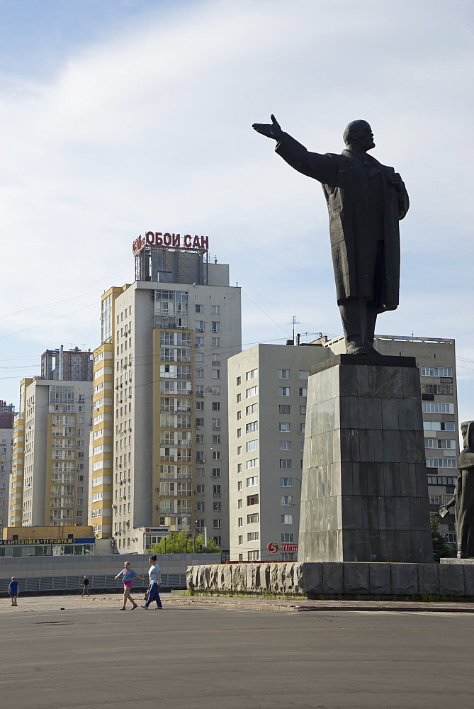 Statue of Lenin and World War II liberation soldiers in Nizhny Novgorod on the Volga River, Russia, Europe - 1188-921