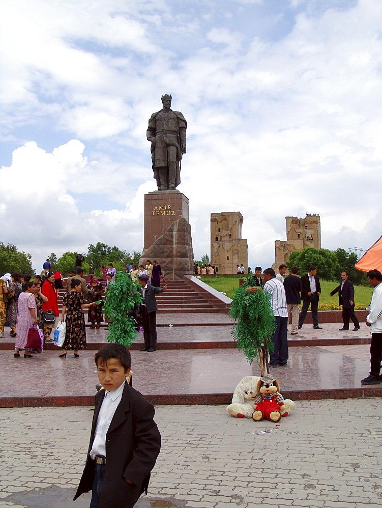Uzbekistan statue of amir timur (tamburlaine) in his birth place, shakhrisabz