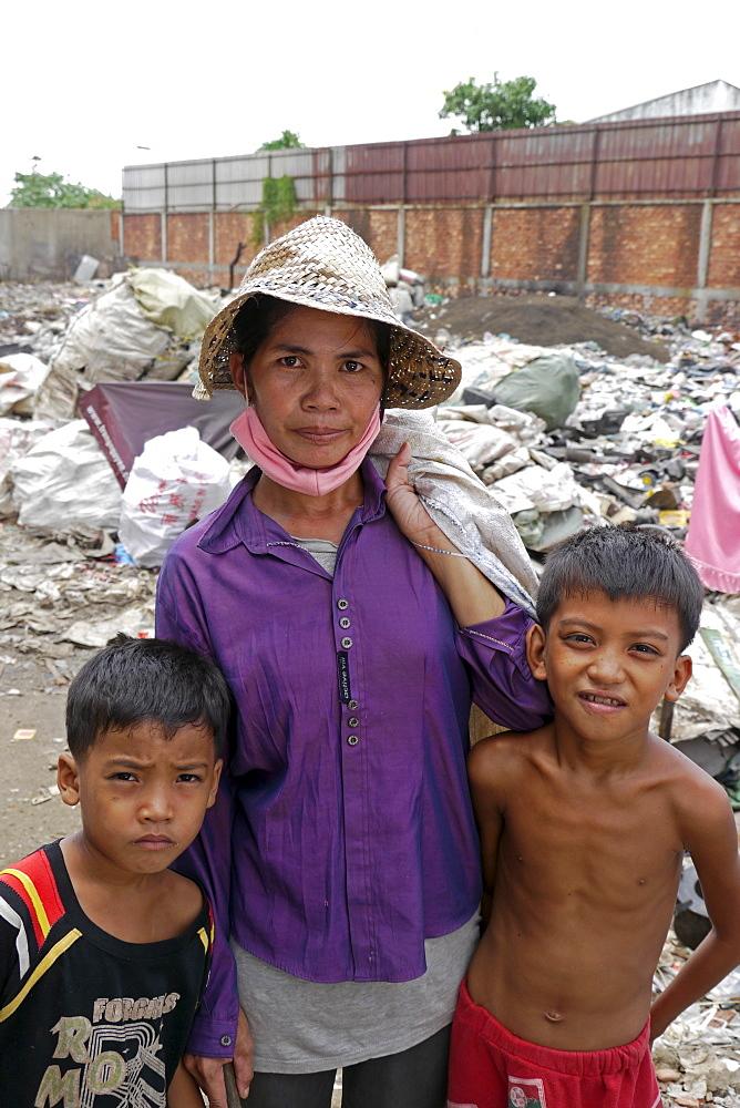 CAMBODIA Scavenger Soun Srey with sons Khoeun Sovan (8) and Khoeun Sanja (10), near Phnom Penh's Mean Caeay garbage dump