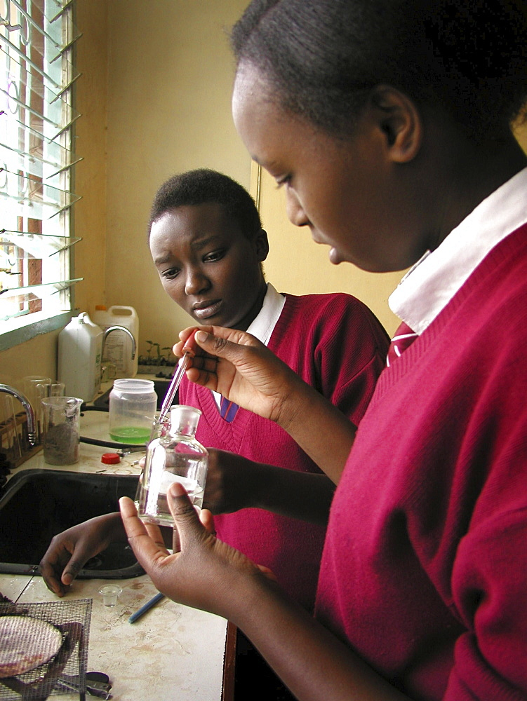 Kenya kibagare centre school, nairobi science class