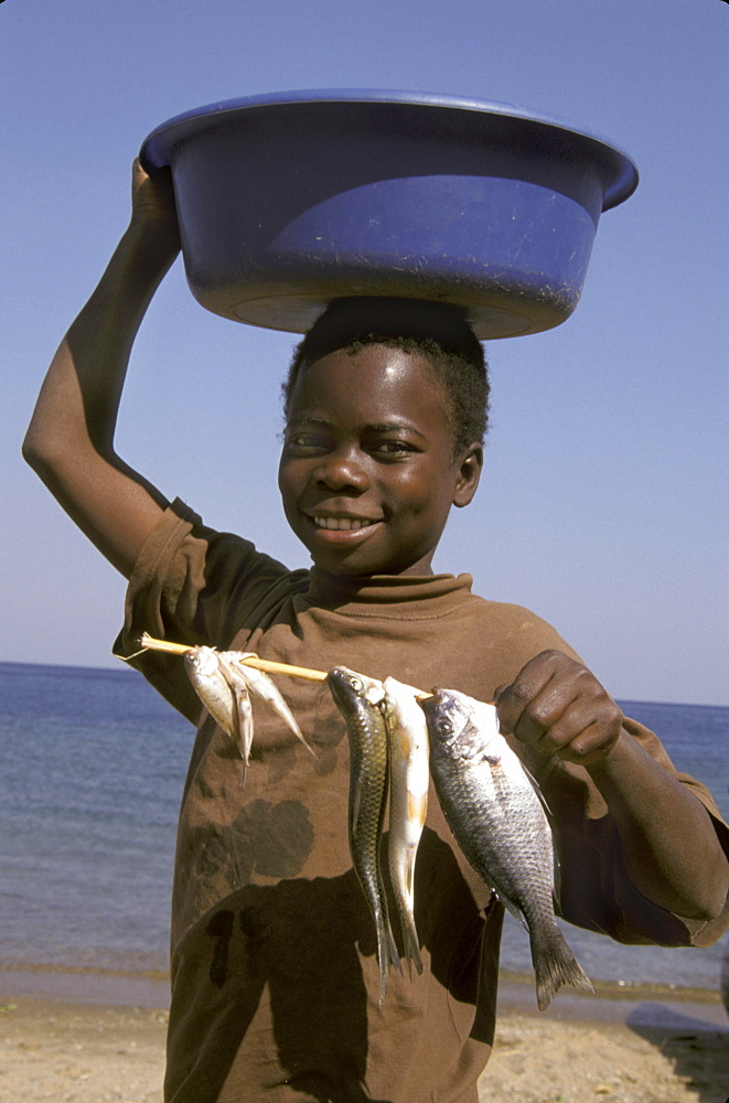 Mozambique boy, metangula