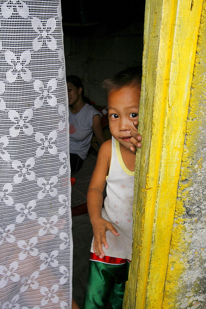 Philippines child living in a shantytown dwelling near garbage tip at bagong silangan, quezon city, manila