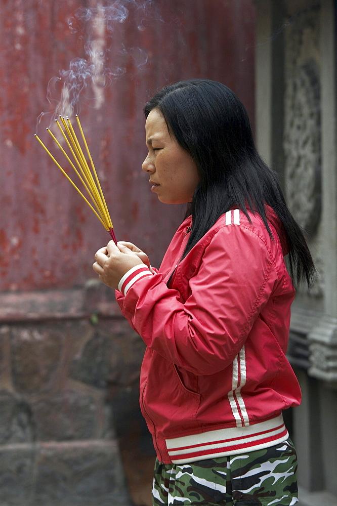 Vietnam buddhist temple, cholon, saigon. worshippers praying