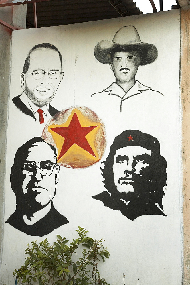 El salvador mural depicting archbishop romero, che guavera, sandino and one other!