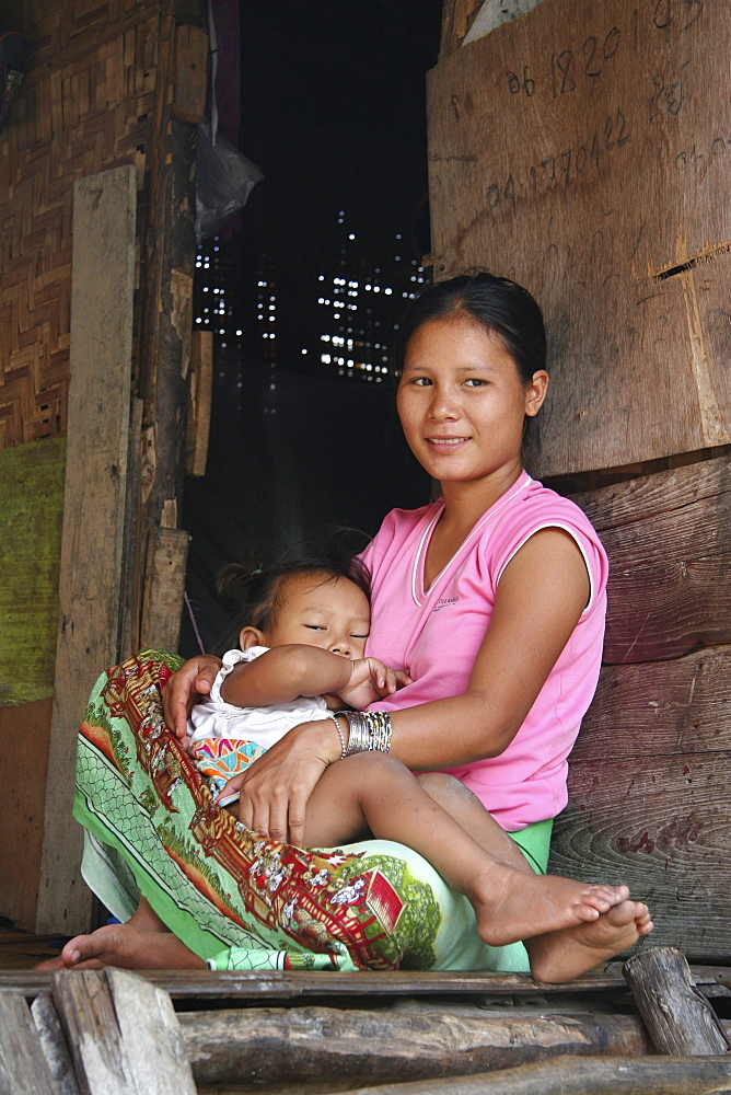 Thailand mother & child, slum dwellers of chiang mai